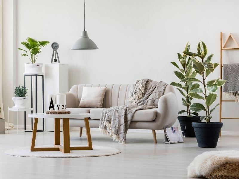 Pour une pièce qui parait plus grande, décoller les meubles du mur