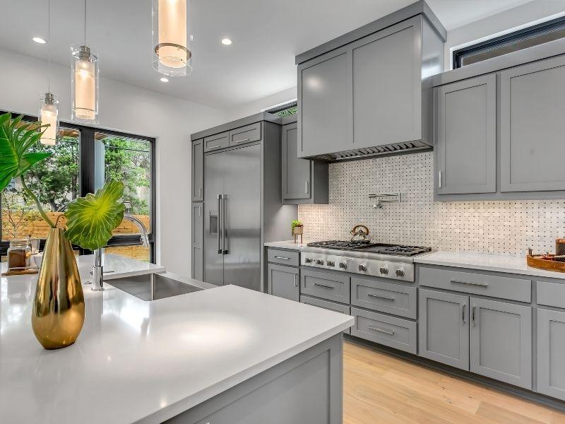 Rafraichir ses armoires pour une cuisine plus moderne