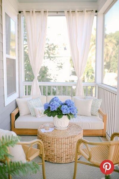 Rideaux sur son porche pour rehausser l'intimité